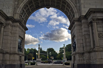 Grand Army Plaza, Memorial Arch, view to the entry to Prospect Park